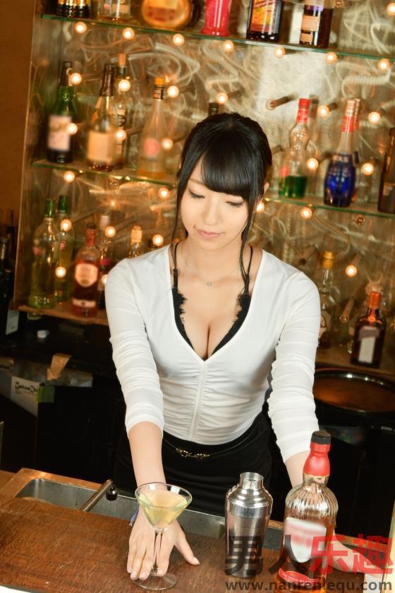 [300MIUM-067]酒吧店员中文简介 20岁漂亮的酒吧女作品:300MIUM-067详情