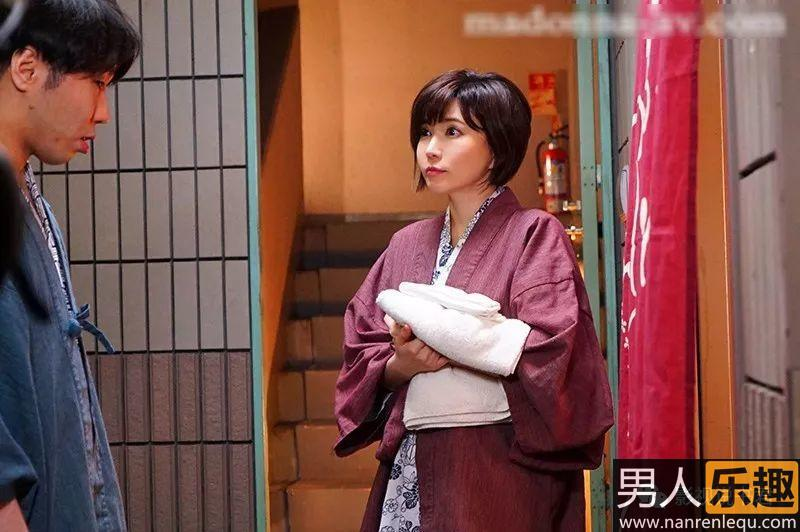 JUY-893:公司福利集体旅游,里美小姐还是这么美!