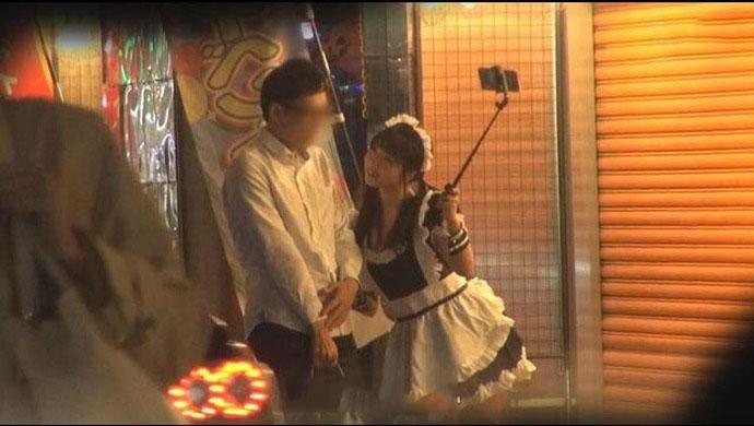 [STARS-201]户田真琴女仆装、白衣天使的打扮上街主动搭讪