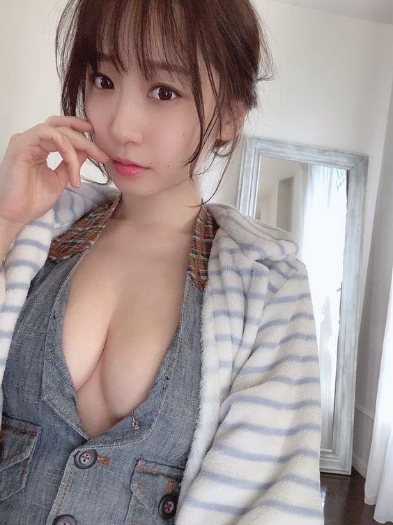 《伊织萌》首次「上空围裙+婚纱」突破尺度天际!