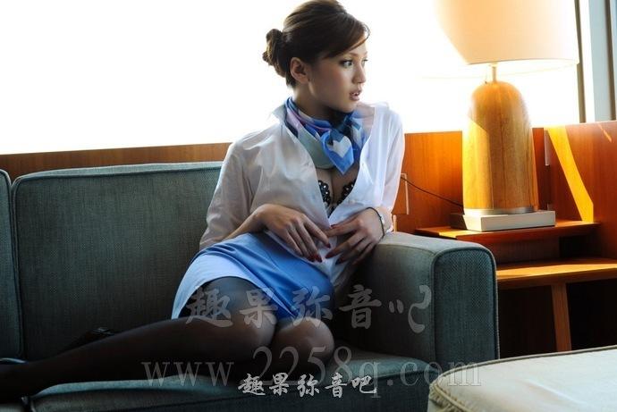 「AUKG-099」雨宫琴音和濑亚美莉在办公室上演姐妹情深!
