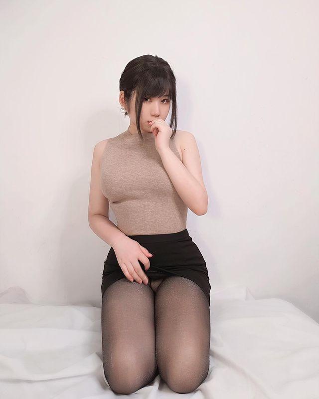 MoMoちゃん性感OL惨被厕所监禁