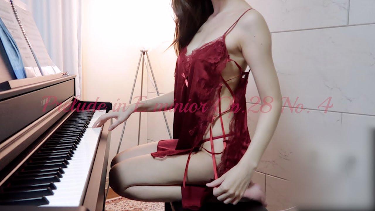 韩国钢琴辣妹《Leezy》隐形洋装露出好身材