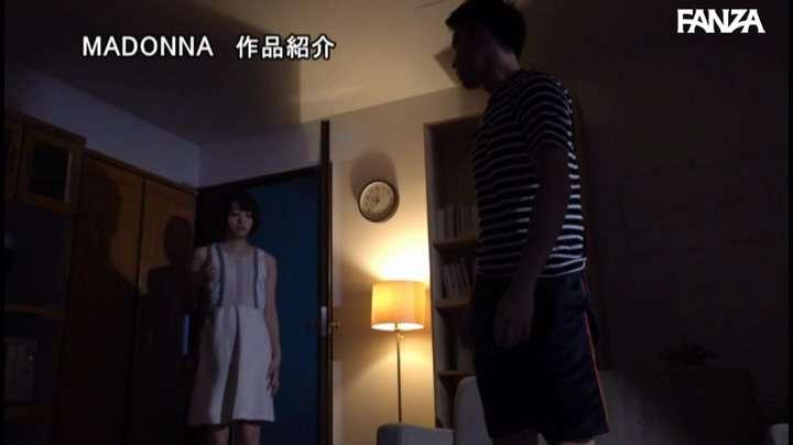 JUL-396:中城葵与同学在游泳池中