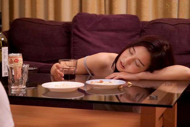 STARS-375继姐「古川いおり」睡著就跟死猪一样