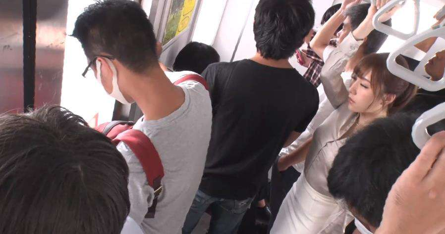 flns233:七海ティナ在电车内背后伸出了可疑的手…
