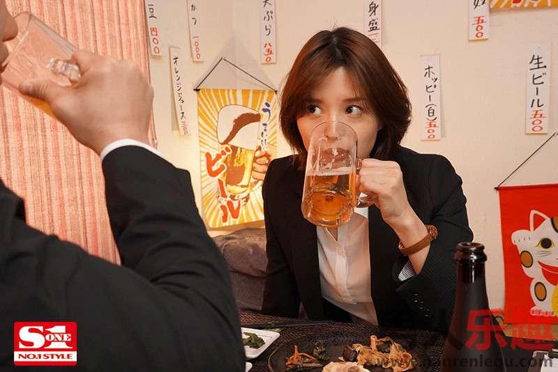 美人女上司「葵つかさ」ssis063与下属出差晚上同住一房