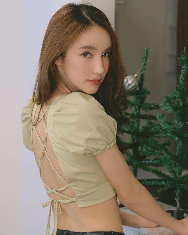 泰国网红「空灵系」高颜值《Yoshi》清纯美人