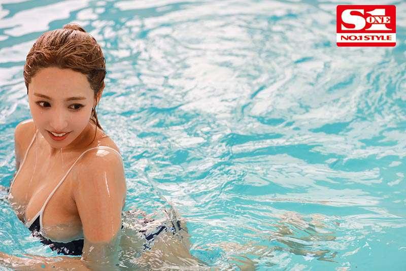 SSNI-916:游泳部顾问三上悠亜汗流浃背