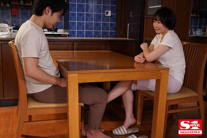 """SSIS-065 小恶魔继妹""""架乃ゆら""""趁父母不在勾引哥哥"""