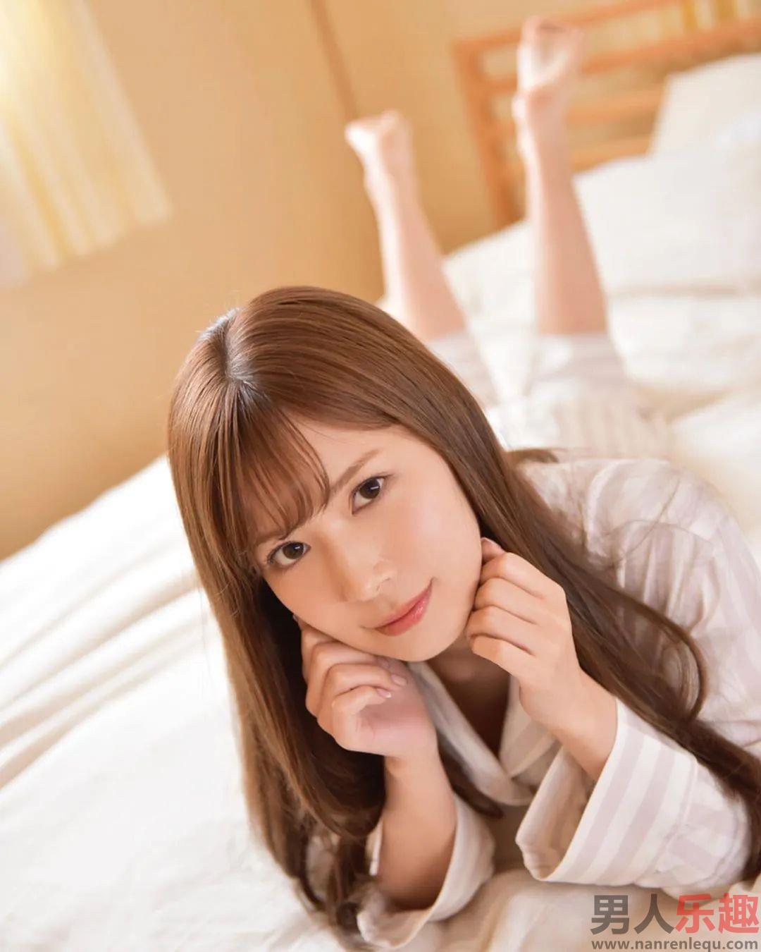 IPX-506:美女上司岬奈奈美不穿内衣激发性青年下属欲望