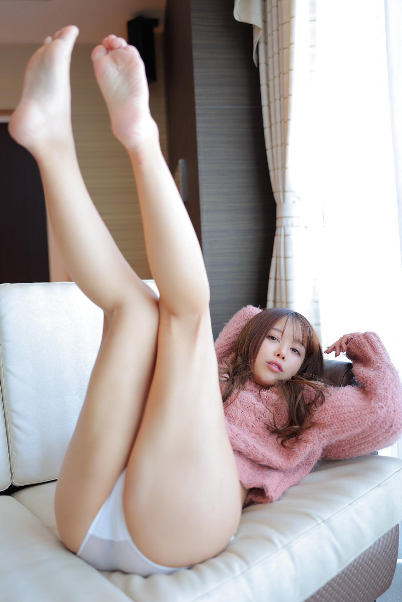 电眼美女《いくみ》首次上空露酥胸焦点意外在细腰长腿
