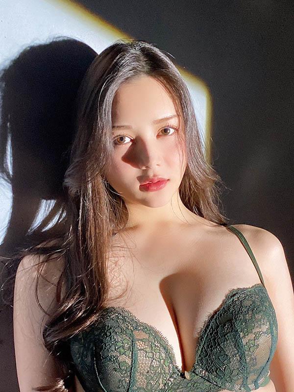 """8头身演员""""白峰ミウ""""超爱穿透视装挑逗,邪恶的巨乳画面太凶猛!"""