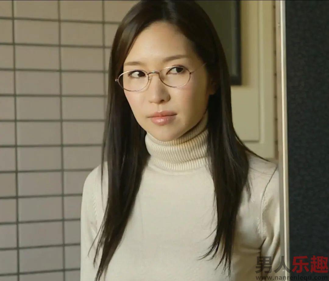 葵温柔可人微笑令人沉醉 曾引退后以小野夕子复出