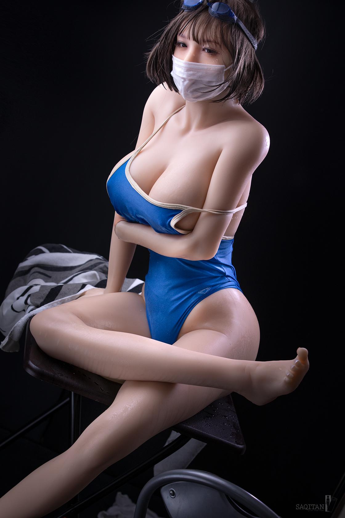 日本摄影师《情趣娃娃写真集》比真人还好随意摆布