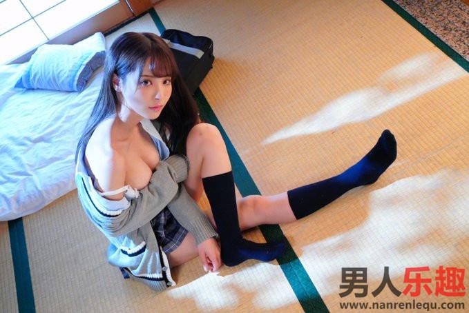 桃乃木香奈(桃乃木かな)担任「HOTEL LOVERS」的内衣模特儿形象照片