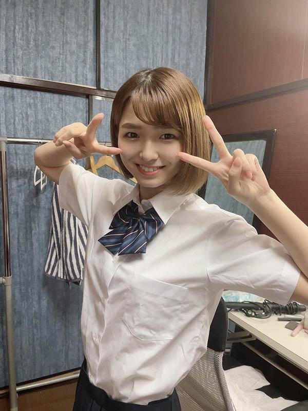 """""""仓本菫""""业界出道被誉:女主播级的可爱!"""
