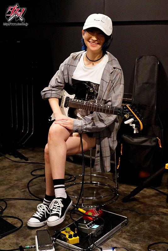 DASD-777 水乃渚月帅气吉他手造型曝光