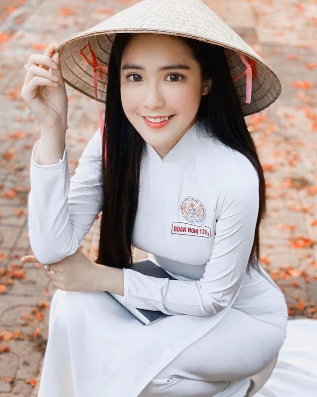 越南网红《DOANGHI》雪肤嫩乳好迷人