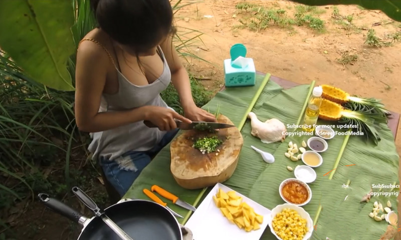 B站也有这种美食视频了,做的啥菜没看清